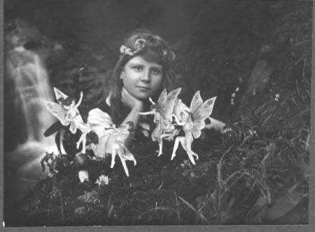 Frances Griffiths, age 10, with fairy cutouts